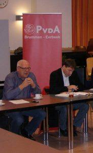 De programcommissie luistert naar de inbreng van de maatschappelijke organisaties