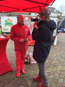 Brummen TV filmt Rode Berend Klok, lijsttrekker van de PvdA Brummen